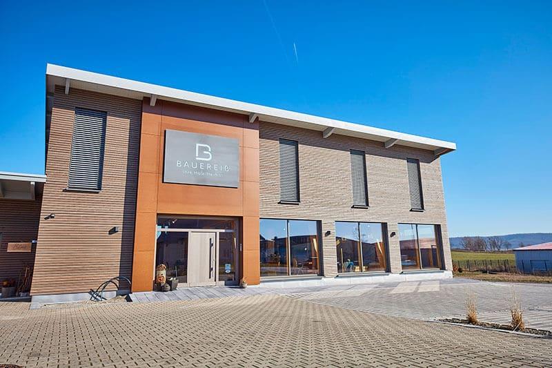 Ausstellungsgebäude der Schreinerei Bauereiß in Bad Windsheim von außen