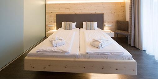 Zirbenbett im Vital Hotel an der Therme in Bad Windsheim