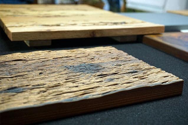 VD Holz in Form geräuchterte Lärche geprägt