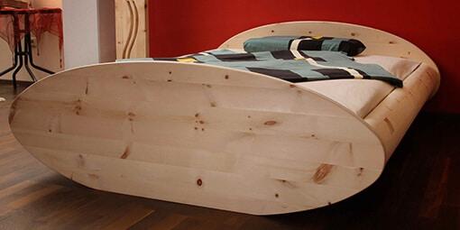 Zirbenbett Boot der Schreinerei Bauereiß / Bauereiß Schlafwelt