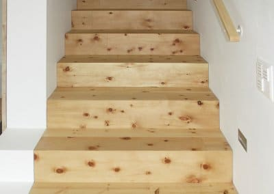 Treppenstufen aus Zirbe © Larix 2020