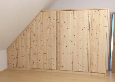 Einbauschrank in Dachschräge aus Zirbenholz