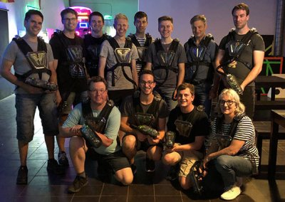 Team der Schreinerei Bauereiß beim Lasertagspielen