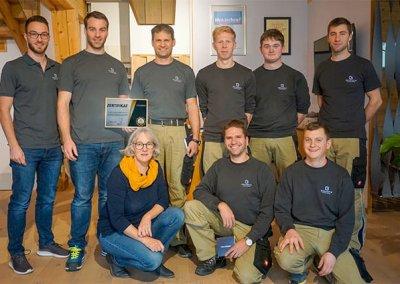 Team der Schreinerei Bauereiß bei der Auszeichnung durch Fairlohnung