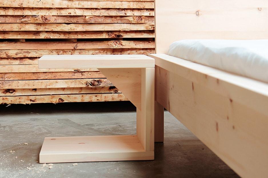Zirbenholznachttisch von der Schreinerei Bauereiß